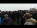 Волоколамцы гонят вон путинских карателей в погонах из своего города высланных из питера