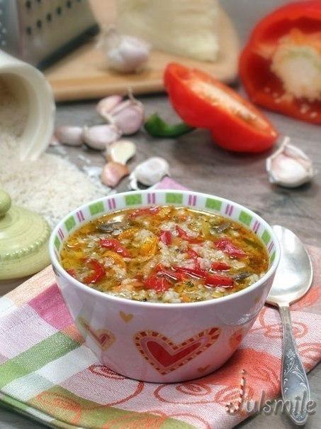 топ-10 шикарных первых блюд - просто и очень вкусно! 1. рисовый суп с шампиньонаминеобходимо:1 стакан риса, сорт жасмин200г. свежих шампиньонов2 крупных болгарских перцаоливковое масло100 мл