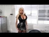 Блондинка с огромными сиськами зашла к мужу в офис