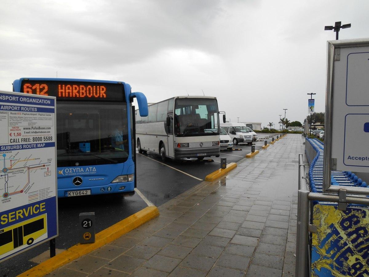 Автобусная остановка в аэропорту Пафоса