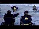 Рыбаки убегают от волны которая ломает лед!