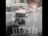 Водитель и пассажир чудом выжили, когда в них въехал поезд