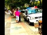 Бабушка напала на полицейских. С ребенком в руках... (осторожно впечатлительным)