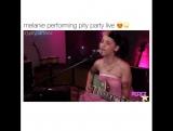 мелани мартинез поет pity party в живую ??