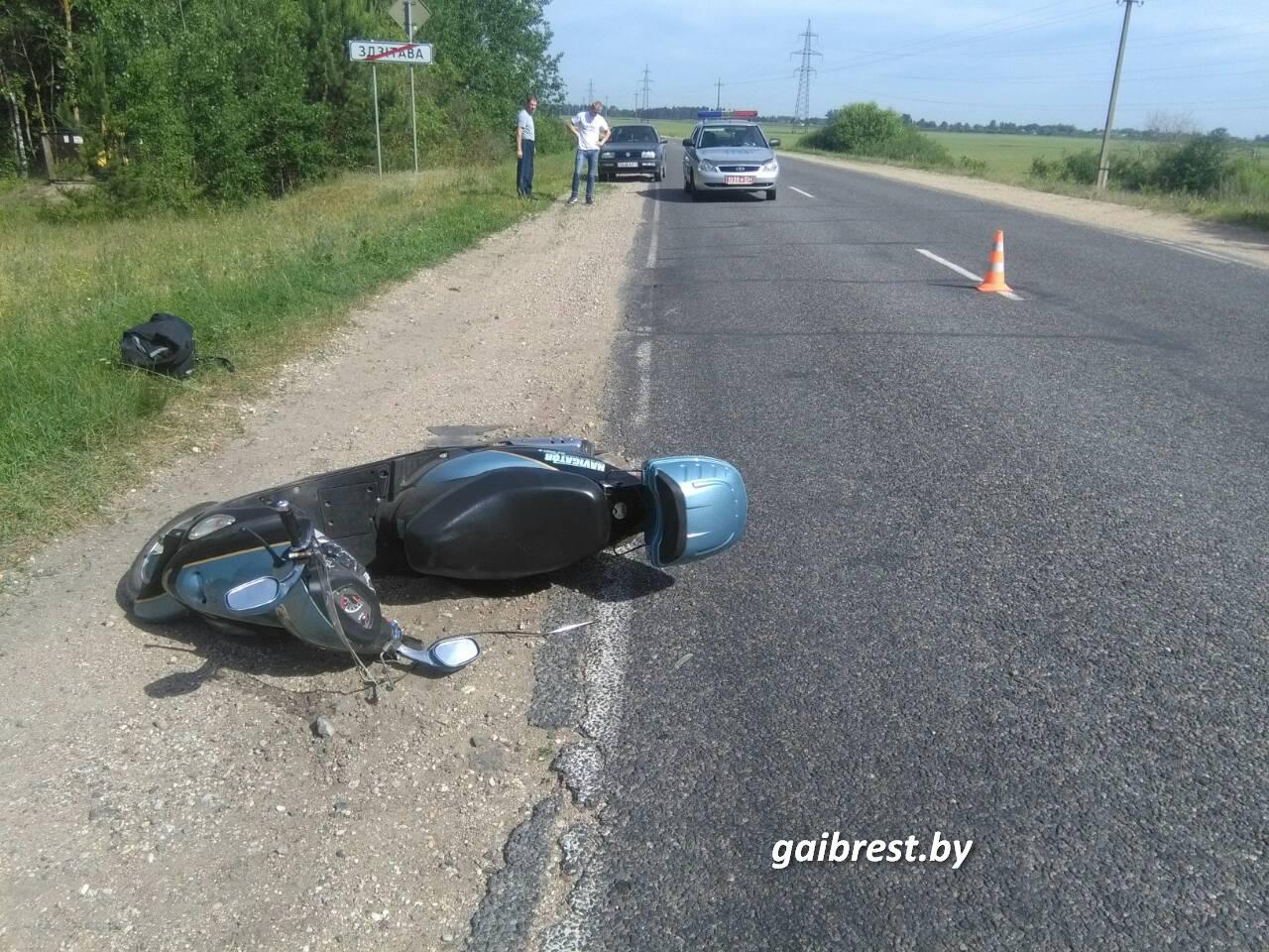 Березовский район: водитель, не имеющий права управления, сбил мопедиста и скрылся с места ДТП