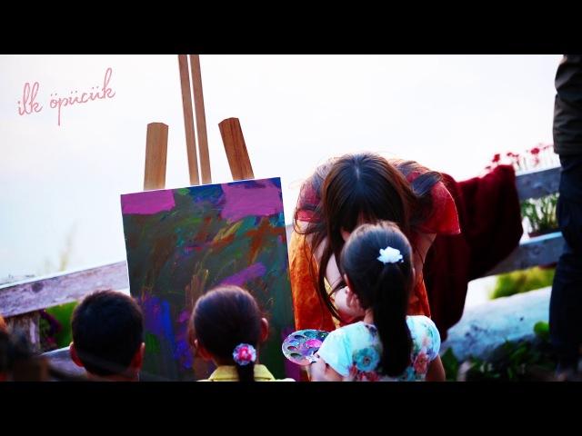 Özge Gürel Çocuklara Resmin Öğretiyor