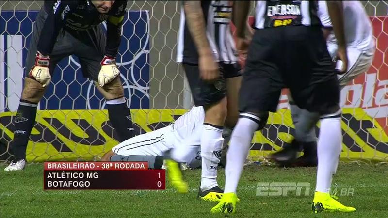 Kieza, sozinho na pequena área, perde gol INACREDITÁVEL nos minutos finais contra o Atlético-M...