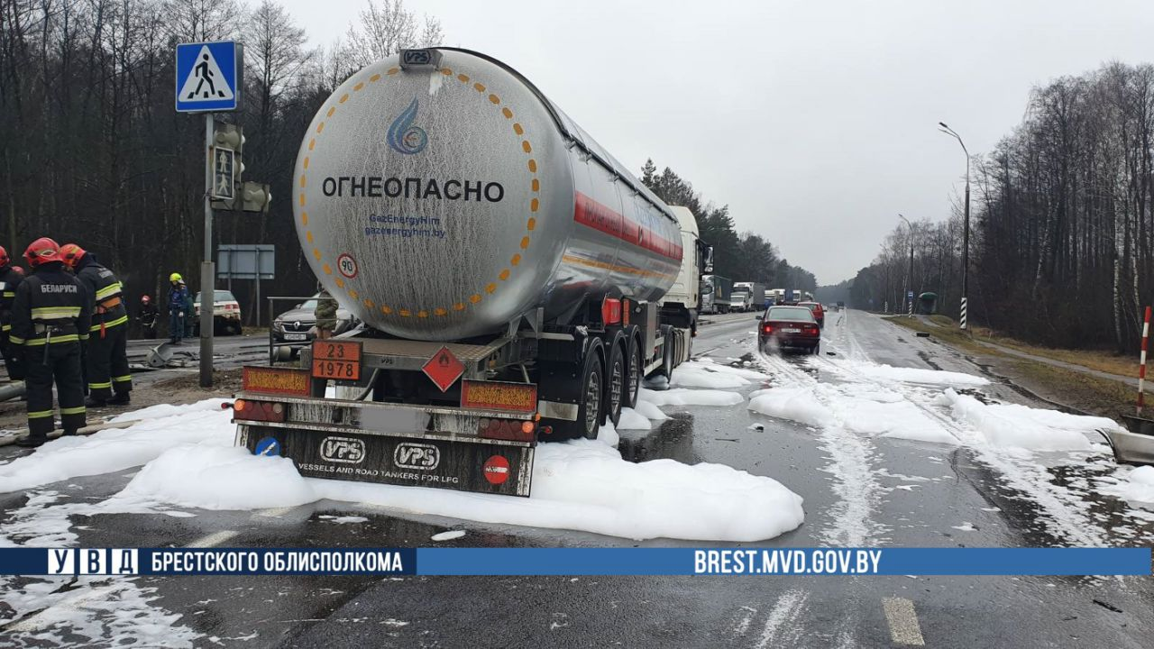 ДТП с участием автопоезда на трассе М1/Е30 «Брест-Минск-граница РФ» (официально)