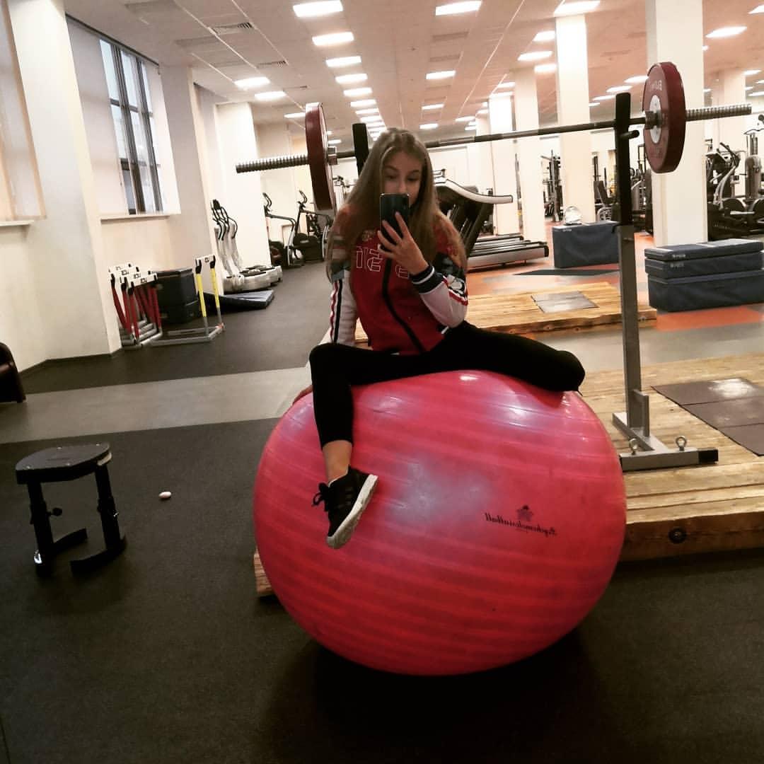 Розовый мяч Новогорска & Индивидуальный чемодан фигуриста - Страница 6 WjMOlZU6R2Y