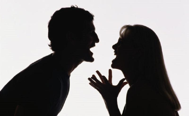 Муж пожаловался в милицию на свою жену (два раза). Чем был недоволен супруг?