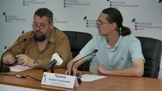 Без комментариев. Член ОП ЛНР Глеб Бобров и писатель Андрей Чернов. 17-00.
