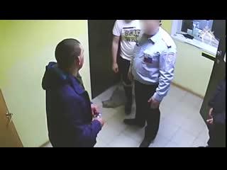 В челябинском аэропорту дебошир ударил полицейского