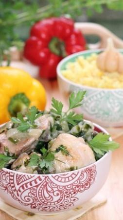 Рецепты on Instagram Ингредиенты Куриные окорочка 2 3 шт Лук репчатый 2 шт Рис Басмати 1 стакан Зелень зеленый базилик шпинат кинза