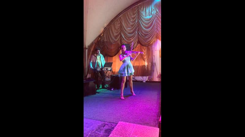 Великолепная Евгения Мальцева на открытии летней террасы ресторана «Мимино»🎼😻🎻