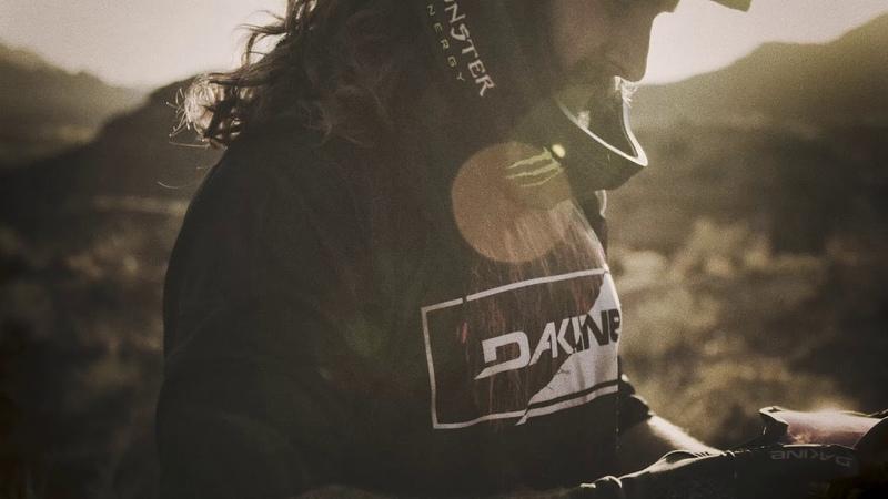 Team Aggy: Graham Agassiz präsentiert seine neue Dakine Thrillium Bike Kollektion