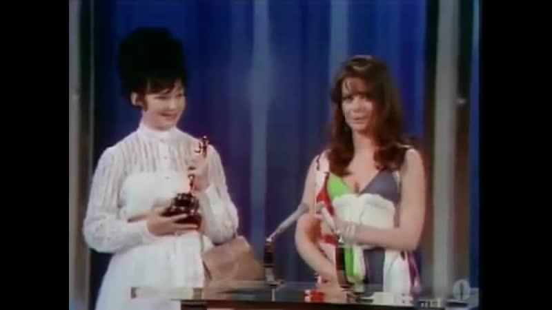 1968 г. Вручение Оскара фильму Война и мир С.Бондарчука. Получает премию актриса Людмила Савельева