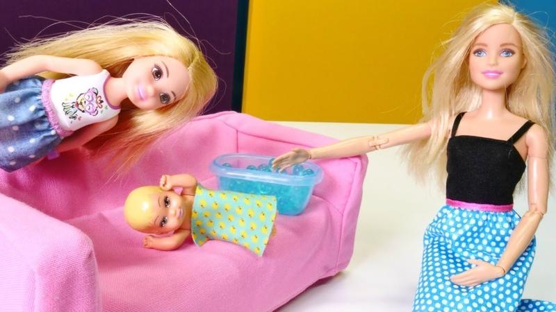 Chelsea cuida da sua irmãzinha Barbie em Português Brasil Vídeos para meninas