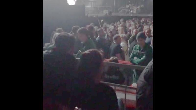 Девушка упала в обморок на концерте «Би-2» в Челябинске | 74.ru