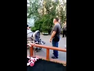 Жители Петербурга прогоняют чужих детей со своего двора