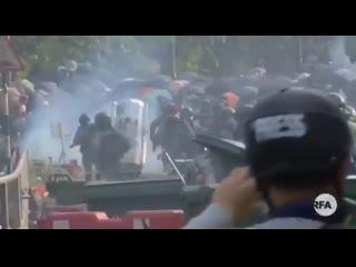 Полиция штурмует Китайский университет Гонконга . Арестовано много