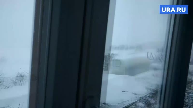 Поселок Юг Пермского края замело снегом
