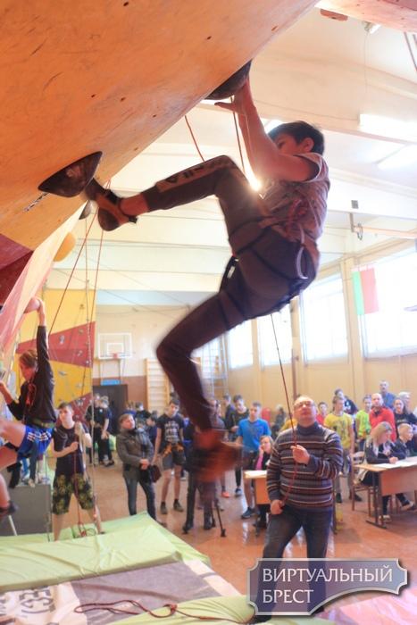 Первенство Брестской области по спортивному скалолазанию прошло в г. Пинске