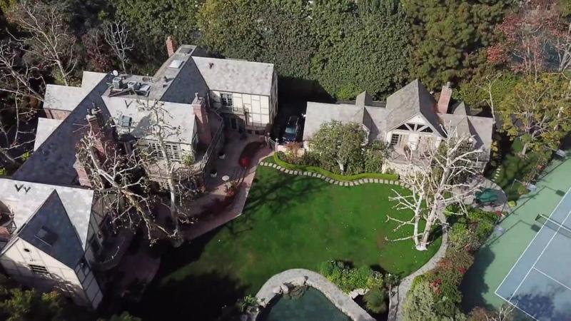 Основатель и генеральный директор Amazon Джефф Безос приобрел за $165 млн поместье в Беверли-Хиллз (штат Калифорния)