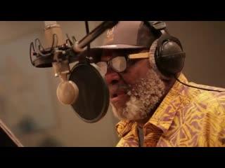 Rob ickes and trey hensley featuring taj mahal - world full of blues official vi