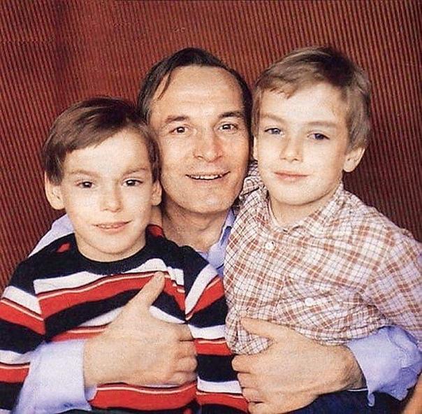 Василий Лановой с сыновьями... Вам нравится этот актер