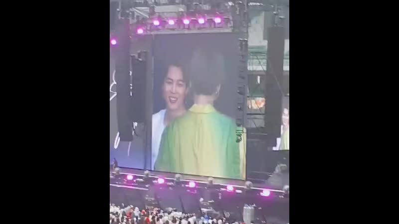 YOONGI DID JUNGKOOK'S ENDING POSE IN BOY WITH LUV I CAN'T HANDLE IT LOOK AT HIS FACE