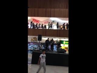 В Мексике затопило торговый центр. Музыканты в здании сыграли тему из Титаника NR