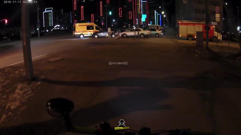 На пересечении улиц Сергея Ускова и Взлётной произошло ДТП в котором участвовало 4 автомобиля (Инцидент Барнаул)