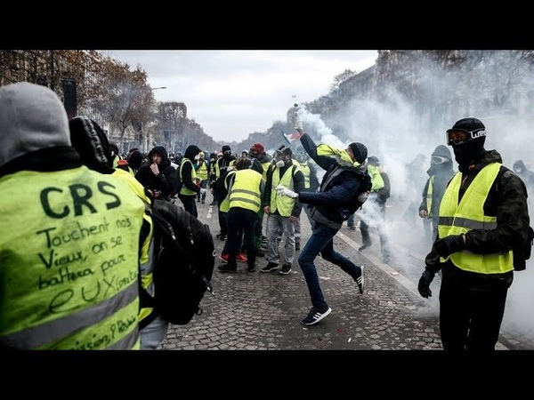 Act 45: Yellow Vests march in Paris