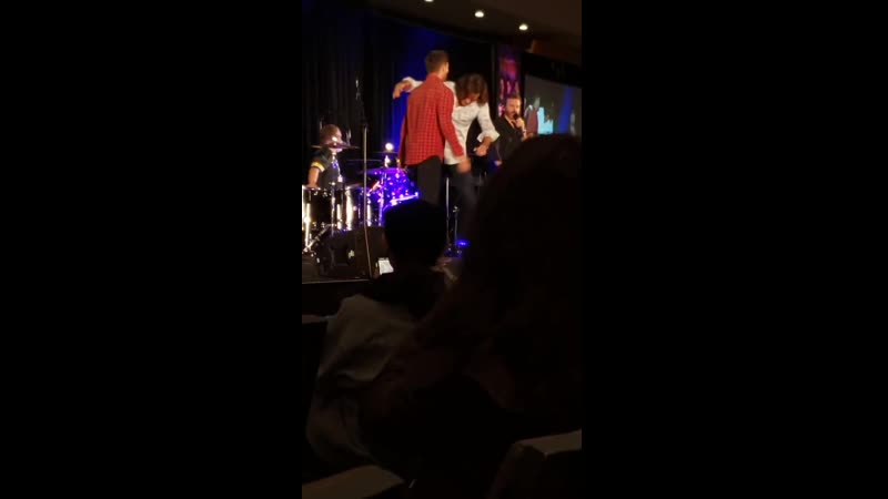 Jared didnt have a chair next to jensen when they come on stage...its cool tho cause jense