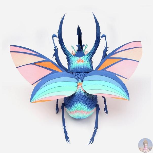 Бумажные скульптуры животных Lisa Lloyd Лиза Ллоид вырезает из плотной цветной бумаги множество маленьких кусочков, которые превращает в скульптуры птиц, насекомых и