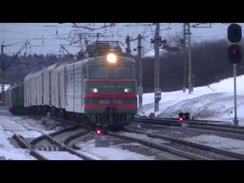 Электровоз ВЛ10-1733 с грузовым поездом
