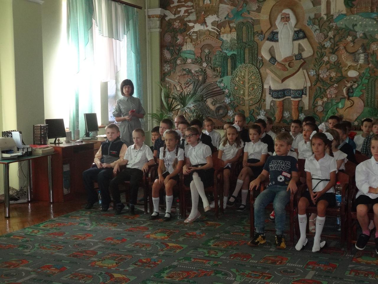 Донецкая республиканская библиотека для детей, занятия с детьми, в библиотеке интересно, отдел обслуживания дошкольников учащихся 1-4 классов, патриотическое воспитание детей