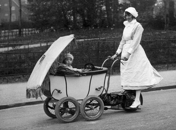 Моторизованая детская коляска (Лондон, 1922год)