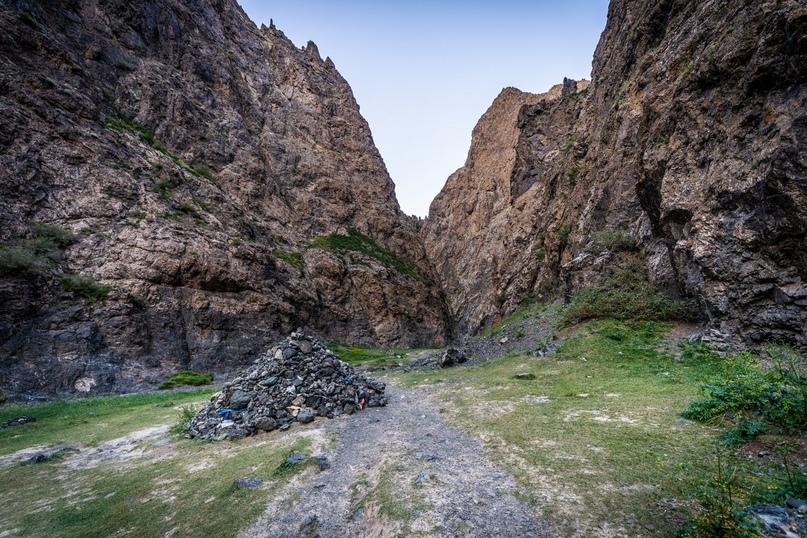 Евгений Касперский: Потом ущелье начинает расширяться, а в самом конце горы отступают и оно всё просто сваливается в широкую степь.