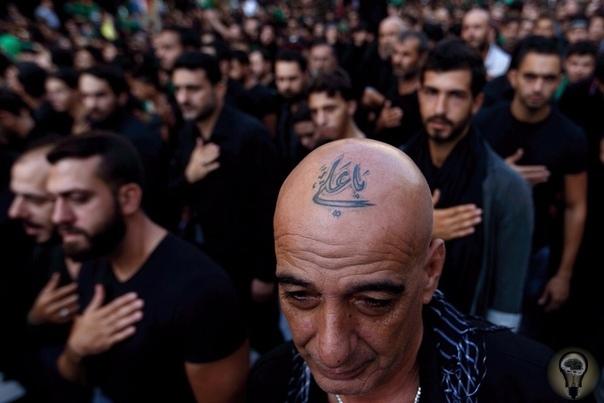 Татуированные шииты на праздновании Ашура.