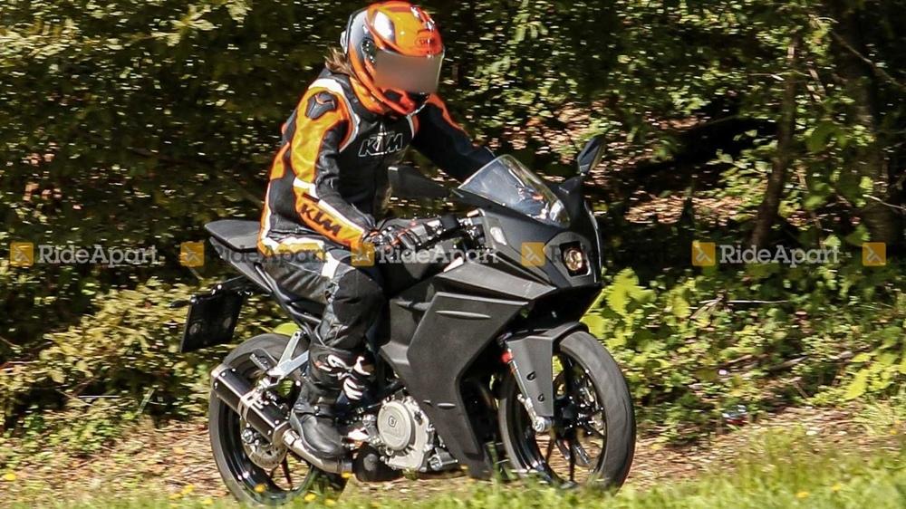 Шпионские фото нового спортбайка KTM RC 390