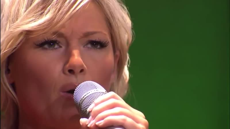 Немка Елена Фишер русскими песнями ставит Ланксесс-Арена на уши. (HD)