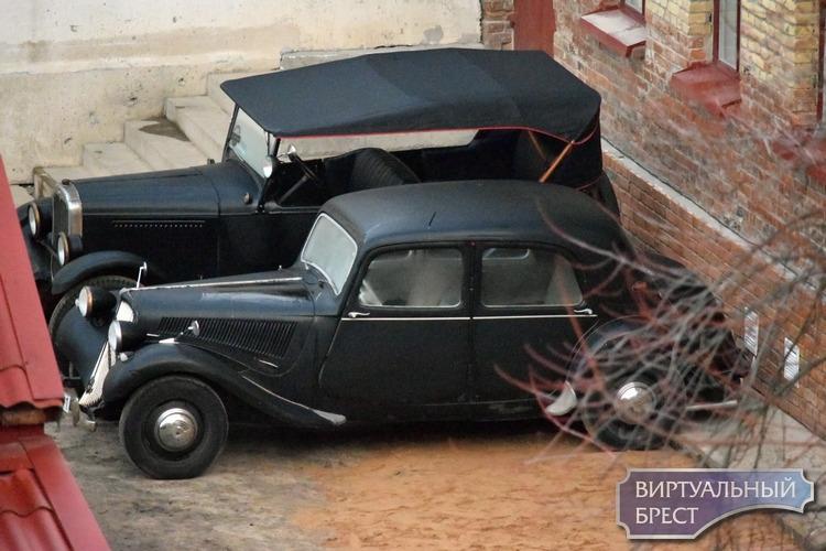 В «Консерве» припарковались несколько ретро-автомобилей