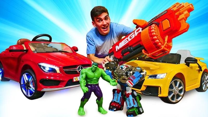 Le super-héros Hulk à la station de lavage. Mercedes et Nerf blaster.