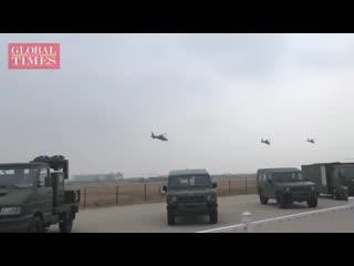 Chine des hélicoptères décollent en préparation des performances de vol à lexposition china helicopter à tianjin.