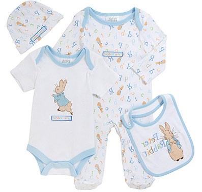Рождение сына, пожалуй, самое радостное событие в жизни любой семьи Эта радость передается родственникам и друзьям родителей, которые начинают думать, что подарить новорожденному мальчику.