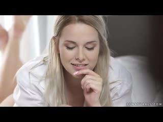 Нежное порно кунилингус и страстный отсос от блондинки шлюхе кончают внутрь nikky dream
