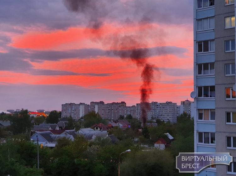 """На ул. Чичерина на частном подворье устроили """"панику"""" - запустили в небо столб чёрного дыма"""