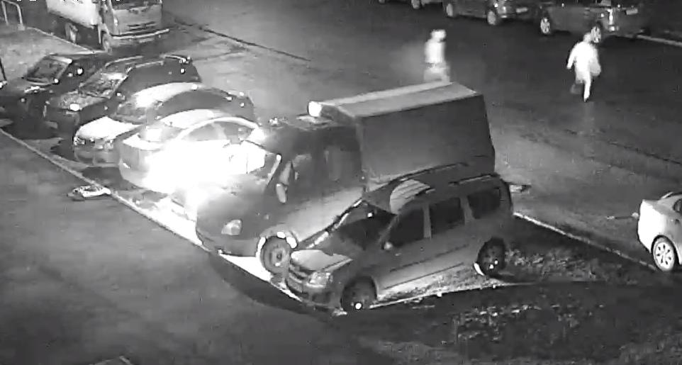 В Дядьково неизвестные на парковке подожгли иномарку