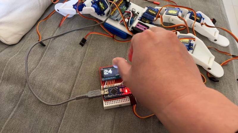 Servo tester and Robot